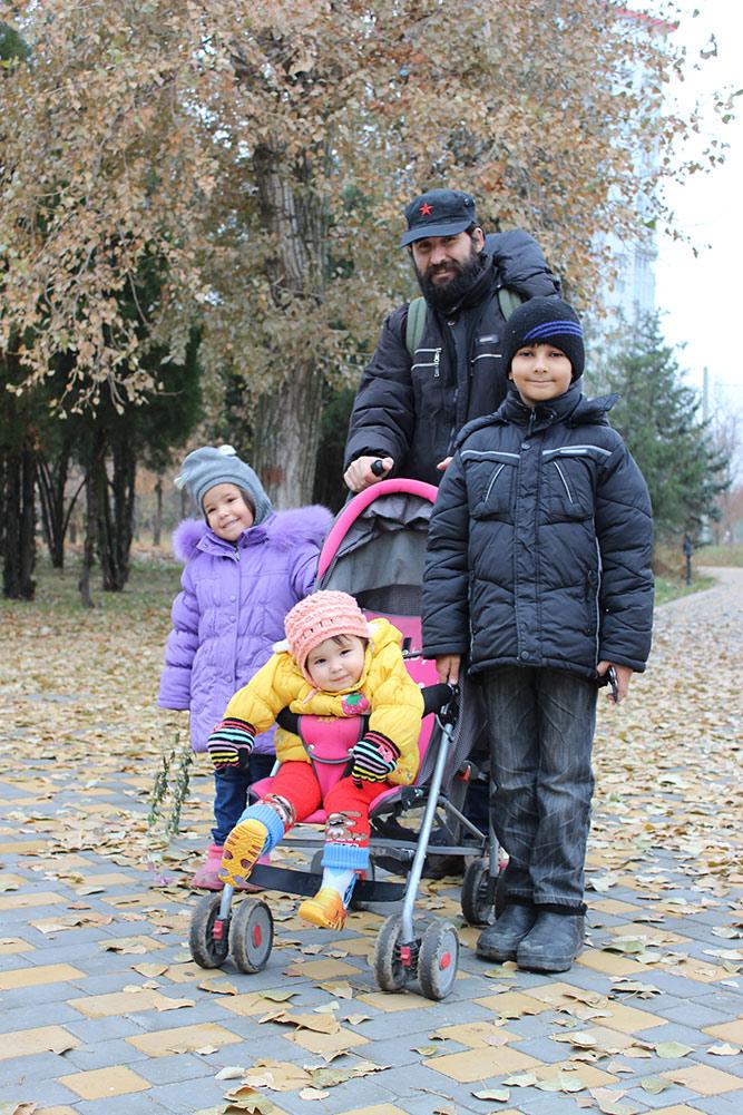 Георгий и дети в ЦПКО Волгограда
